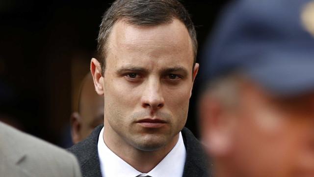 Acusação pede aumento da pena de prisão de Pistorius