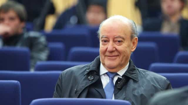 Pinto da Costa comenta arbitragem e traz 'souvenir' para Fernando Gomes