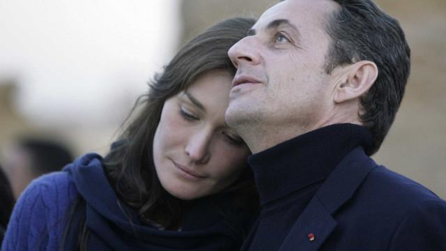 """Carla Bruni faz revelações sobre Sarkozy: """"O sexo com ele é fantástico"""""""