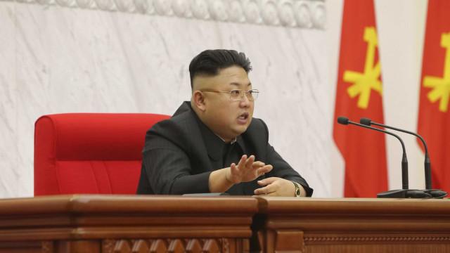 Pyongyang ameaça cancelar cimeira com EUA e suspende negociações com Seul