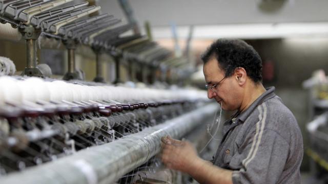 """PCP quer medidas para acudir à """"situação gravosa"""" do setor têxtil"""