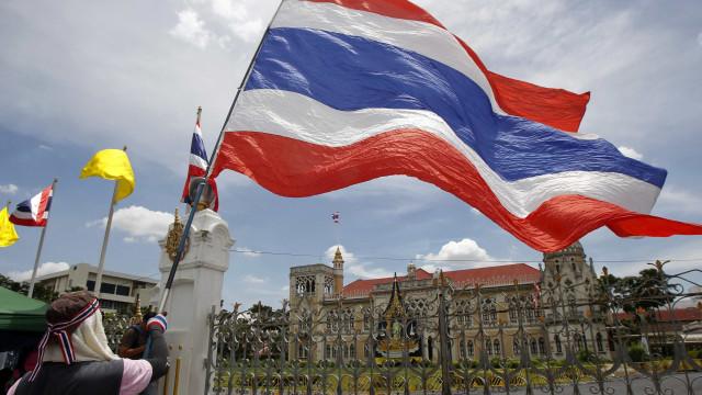 Tailandês condenado a 20 anos de prisão por lesa-majestade
