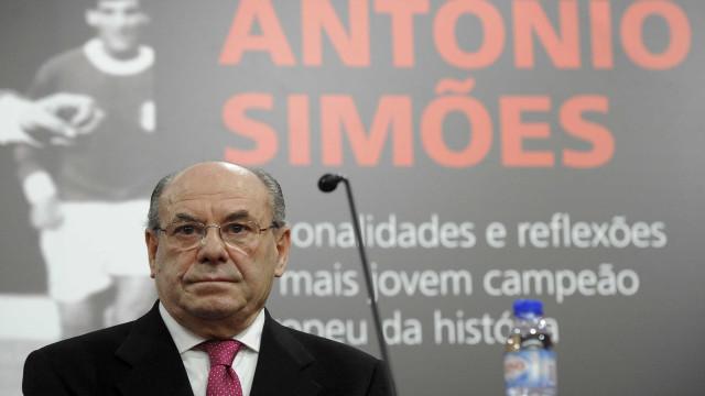 Simões, antiga glória do Benfica, assaltado e hospitalizado em Cabo Verde