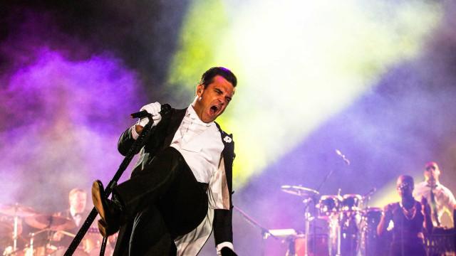 Robbie Williams cancela todos os concertos da tourné por motivos de saúde