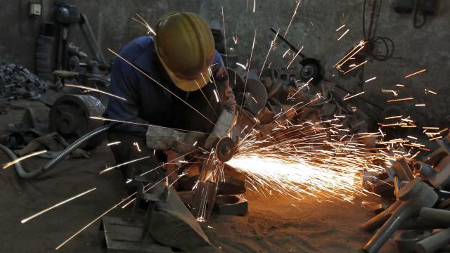 Índice de produção industrial abranda de forma significativa em setembro