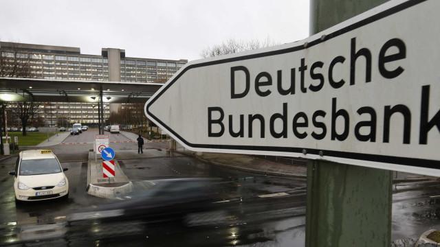 Queda da produção automóvel 'tramou' economia alemã, explica Bundesbank