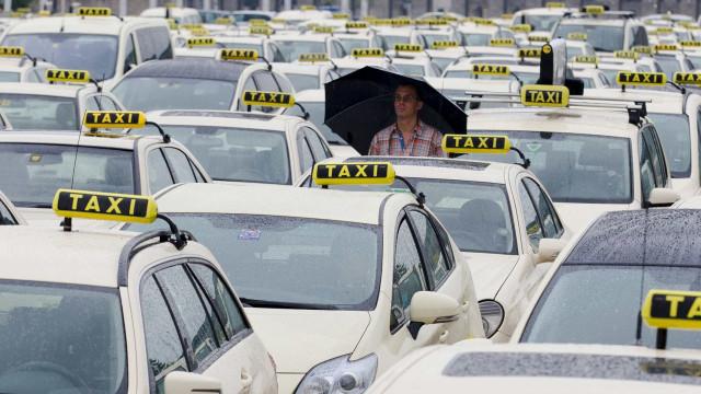 Taxistas dispõem de solução de pagamento automático através de cartão
