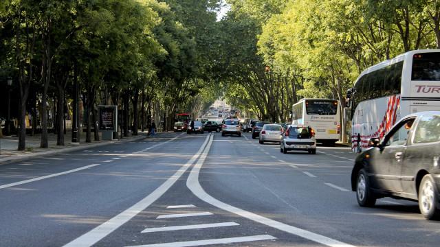 Eixo central da Avenida da Liberdade reaberto. Provocação, dizem taxistas