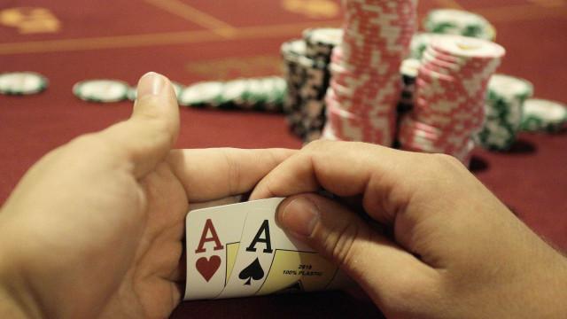 Dívidas, desespero e família levam jovens viciados no jogo a pedir ajuda