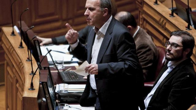 """Francisco Lopes reitera que requisição civil """"limita direito à greve"""""""