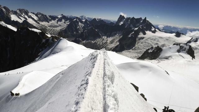 Três alpinistas morrem em montanha na Suíça