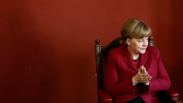 Merkel alinha com pares da UE negando possibilidade de renegociar saída
