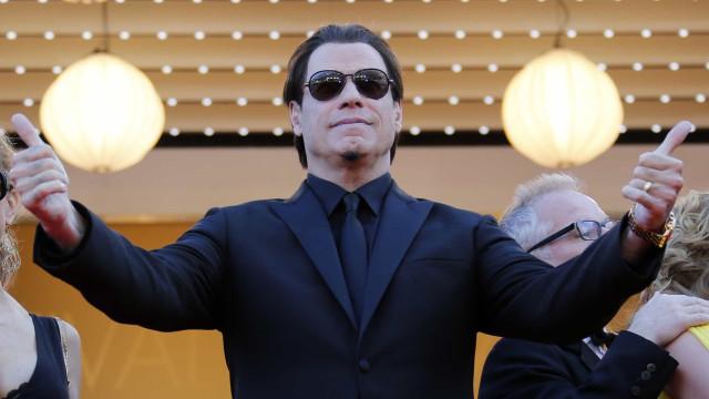 Fãs adoraram a mudança (radical) de John Travolta. Ator agradece