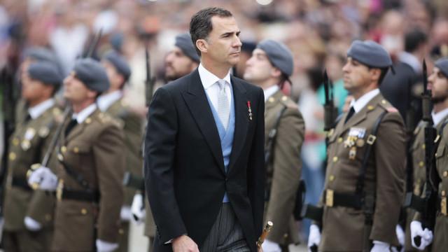 Nova faixa de protesto em Barcelona relaciona Filipe VI com terrorismo