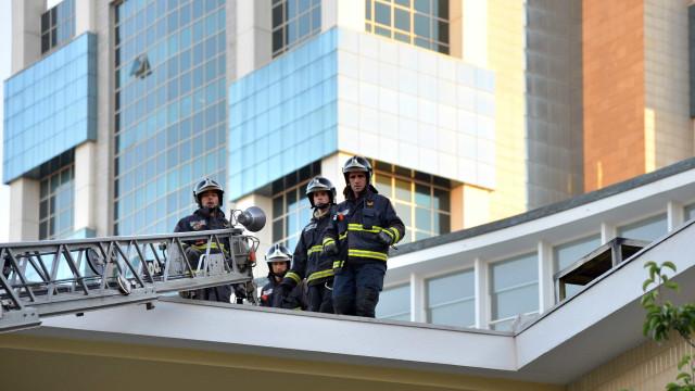 Incêndio em habitação no Porto provocou três feridos sem gravidade