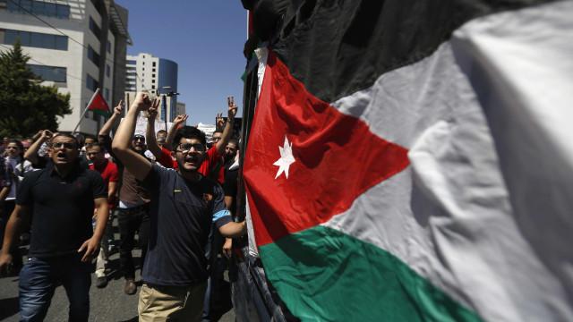 Guarda de embaixada israelita em Amã mata dois jordanos após ser atacado