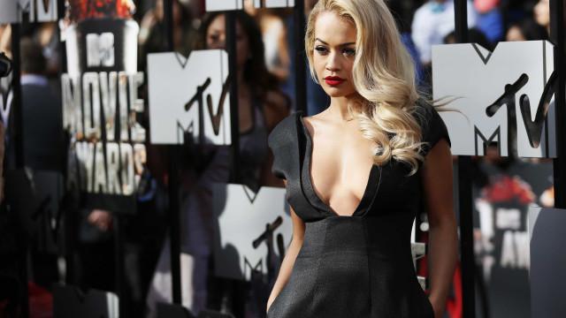 Rita Ora revela que congelou embriões quando tinha cerca de 20 anos