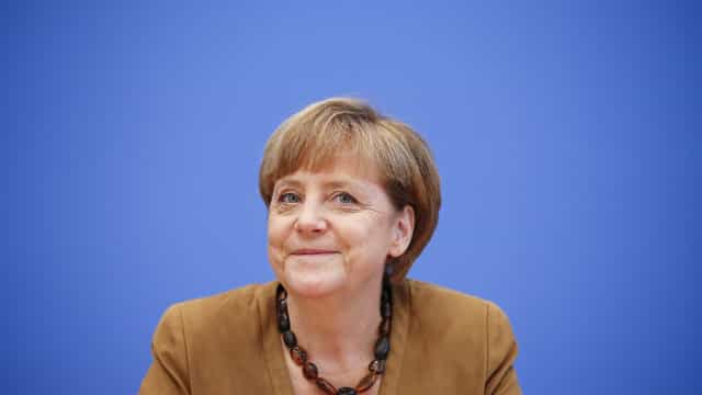 "Merkel diz-se ""muito feliz"" pelo acordo do Brexit"