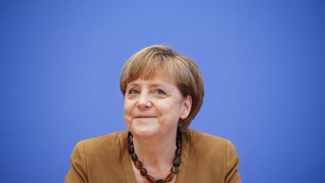 """Merkel e Schulz chegam a """"acordo de princípio"""". Novo governo a caminho"""
