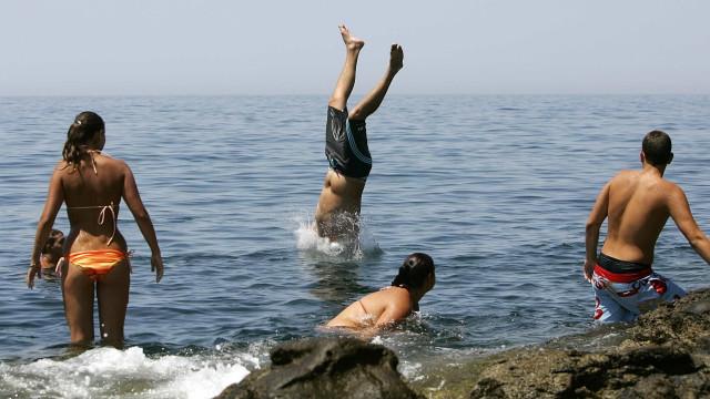Criança morre contaminada pela água do mar em Gaza