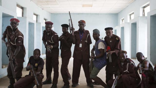 Ex-membros do Boko Haram regressam aos Camarões e entregam-se