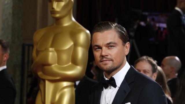 Leonardo DiCaprio 'apanhado' a jogar voleibol de praia
