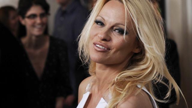 Pamela Anderson diz que sex tape destruiu casamento com Tommy Lee