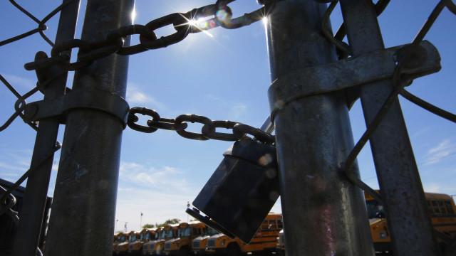 Pais fecham escola de Viana do Alentejo contra apenas uma turma mista