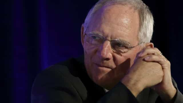 """Schäuble admite """"erros"""" da Alemanha em política de refugiados"""