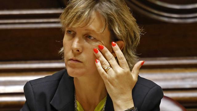 """Não publicar dados de offshores """"foi errado"""", diz Maria Luís Albuquerque"""