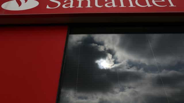 Santander isenta alguns cartões mas vai cobrar MBWay já a 10 de setembro