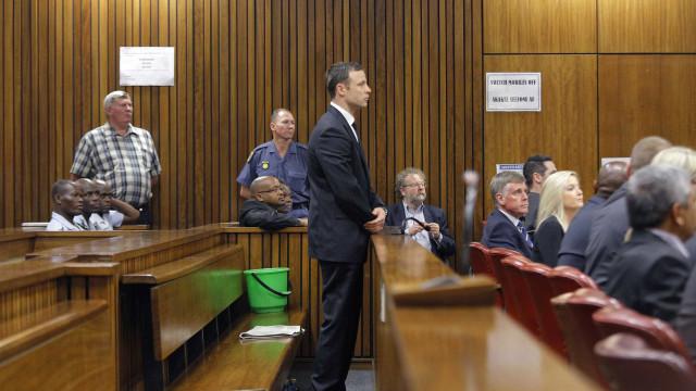 Acusação quer aumento da pena de prisão do atleta Oscar Pistorius