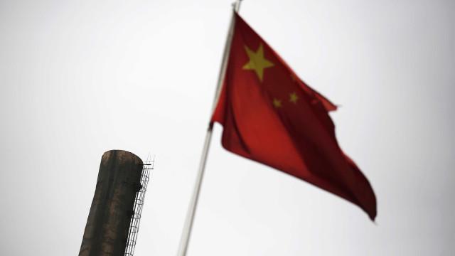 """China lança a sua versão da """"mãe de todas as bombas"""""""