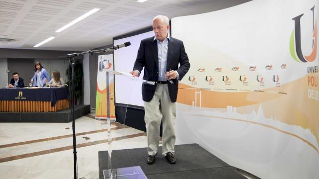 """Santanistas defendem """"conversações"""" sobre novo secretário-geral do PSD"""