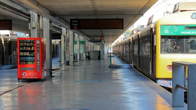 PS quer CP a iniciar compra de novos comboios e reparações em 2018