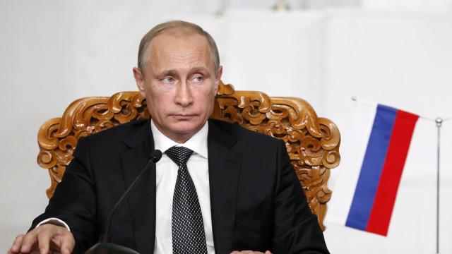 """Putin felicita Maduro e apela à realização de um """"diálogo nacional"""""""