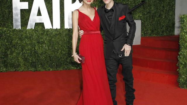 Selena e Bieber antecipam Dia dos Namorados e fazem férias românticas