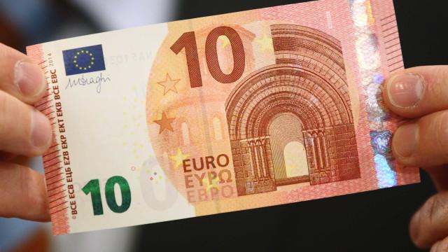 Detido por contrafação de moeda. Tinha notas de 5 e 10 euros