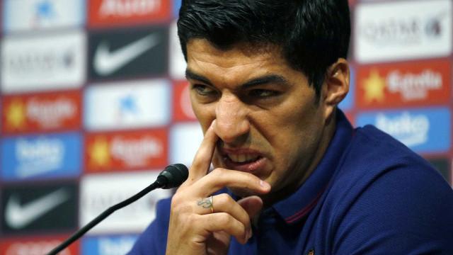 """Suárez apanhado a insultar árbitro após golo anulado: """"Cromo de M****"""""""