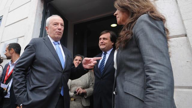 """Candidato a líder Santana Lopes critica """"desorientação do Estado"""""""