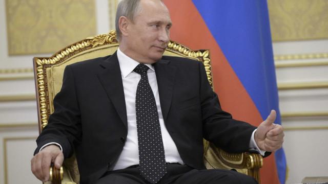 """Putin atribui abate de avião russo a """"circunstâncias trágicas"""""""