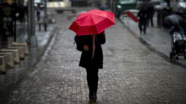 Prepare-se. Esta semana vai precisar das galochas e do guarda-chuva