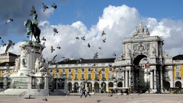 Algumas centenas de pessoas protestam contra gestão da cidade de Lisboa