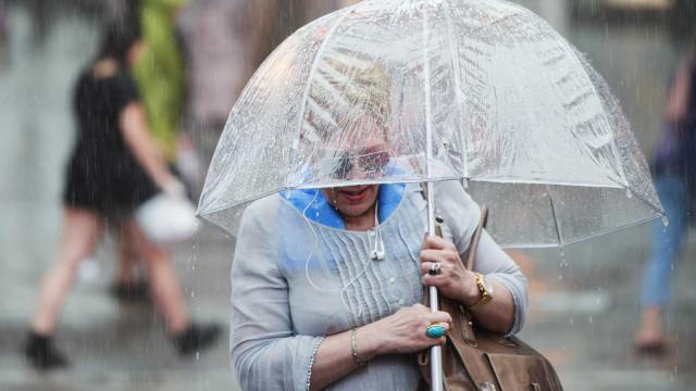 Regresso da chuva coloca dez distritos sob 'aviso amarelo'
