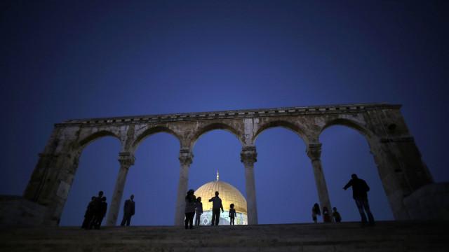 Líder palestiniano quer acabar com controlo de metais em templo