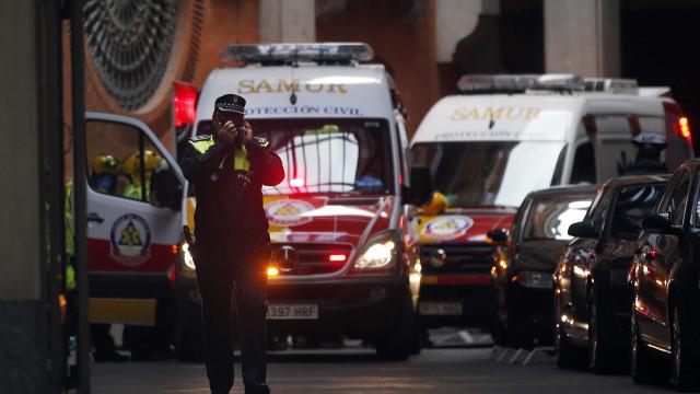 Acidente entre dois camiões e 11 ligeiros em Espanha. Há cinco mortos