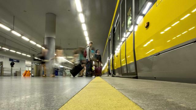Trabalhadores do Metro do Porto protestam no dia em que abre estação