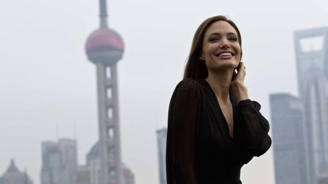 Angelina Jolie tornou-se atriz para ajudar a mãe a pagar as contas