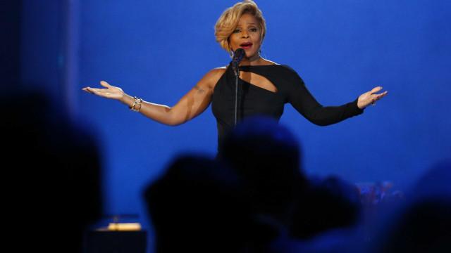 Aos 48 anos, Mary J. Blige mostra-se confiante das suas curvas