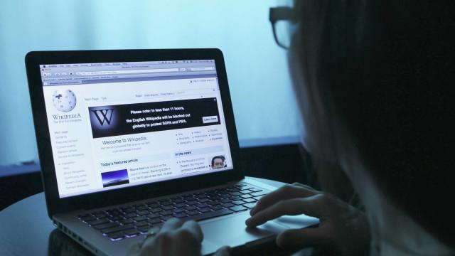 Wikipédia bloqueia acesso por protesto contra Lei dos Direitos de Autor